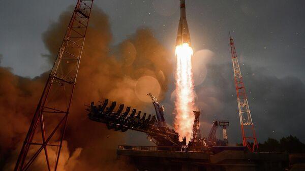 Запуск ракеты-носителя Союз-2.1б со спутником Глонасс-М