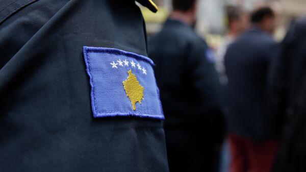 Нашивка с изображением герба самопровозглашенной Республики Косово на форме сотрудника полиции