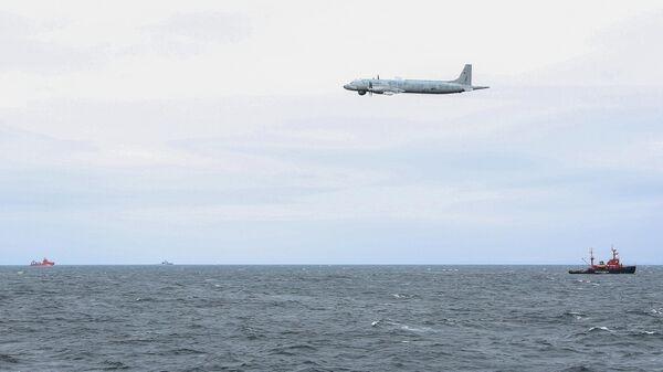 Противолодочный самолет средней дальности ИЛ-38 во время международных учений по спасению на воде и ликвидации розлива нефти Баренц-2019
