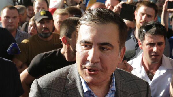 Саакашвили вслед за Зеленским пробежал через фонтан