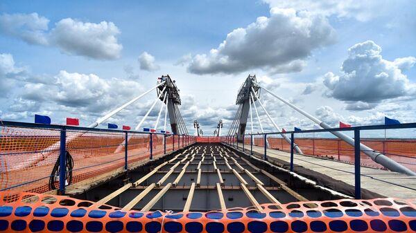 Стыковка международного трансграничного автомобильного моста через реку Амур в районе российского города Благовещенска и китайского города Хэйхэ. 31 мая 2019