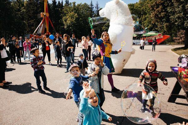 Акция Белый цветок прошла в Санкт-Петербурге в Международный день защиты детей