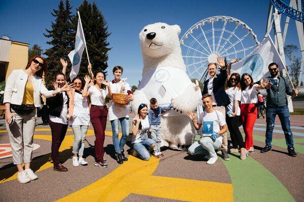 Акция Белый цветок прошло при поддержке около 300 волонтеров в 43 точках северной столицы