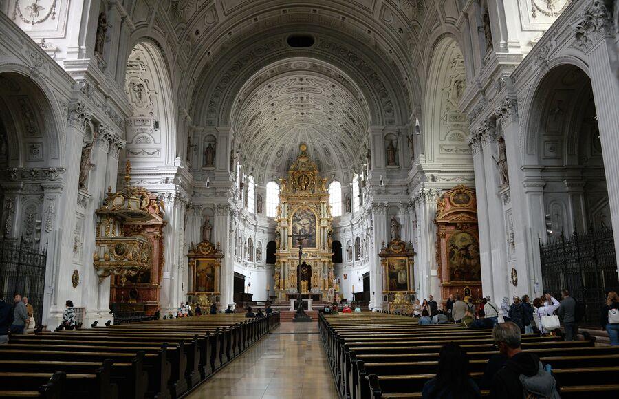 В церкови Святого Михаила в Мюнхене