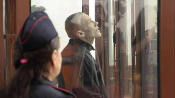 Дмитрий Баласов, обвиняемый в серии изнасилований, нападений и одном убийстве, на заседании суда в Екатеринбурге