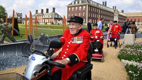 Ветераны высадки в Нормандии во время цветочного шоу Челси в Лондоне