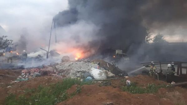 Пожар на складе с лакокрасочной продукцией в городе Арамиле Свердловской области. 4 июня 2019