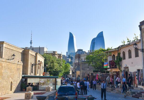 Улица Асефа Зейналлы в Старом городе в Баку