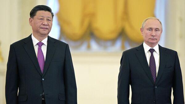 Президент РФ Владимир Путин и председатель Китайской Народной Республики Си Цзиньпин на церемония официальной встречи