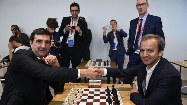 Чемпион мира по шахматам Владимир Крамник и председатель Международной федерации шахмат (FIDE) Аркадий Дворкович на Петербургском международном экономическом форуме 2019