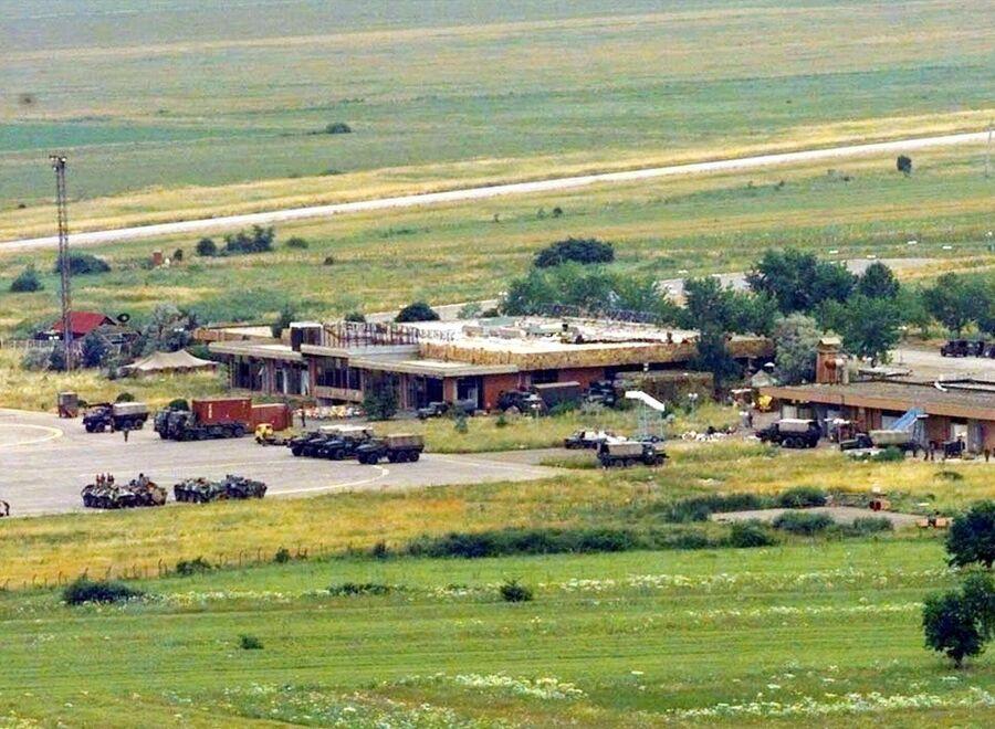 Российские военные занимают аэропорт Приштины