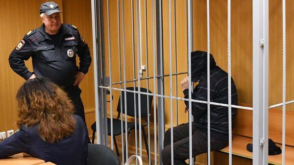 Подозреваемый в убийстве бизнесмена Шабтая фон Калмановича во время избрания меры пресечения в Пресненском суде Москвы. 6 июня 2019