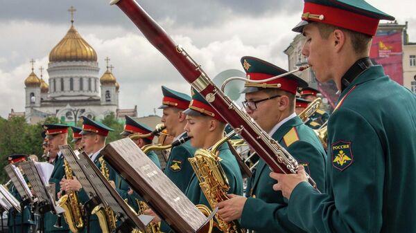 Военный оркестр 154-го отдельного комендантского Преображенского полка под руководством капитана Олега Тышука
