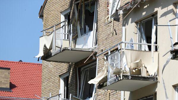 Поврежденные балконы и окна в здании, где произошел взрыв в Линчёпинге, Швеция. 7 июня 2019