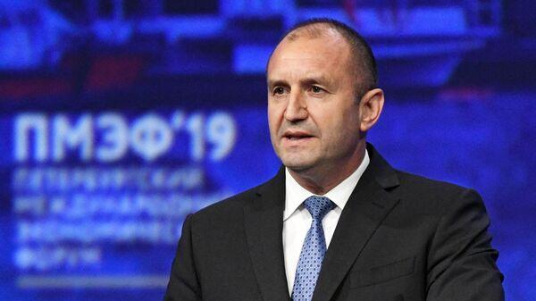 Президент Болгарии Румен Радев выступает на пленарном заседании Петербургского международного экономического форума 2019