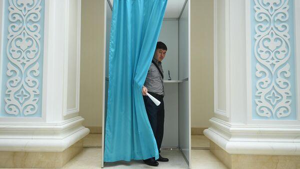 Голосование на президентских выборах в посольстве Казахстана в Москве