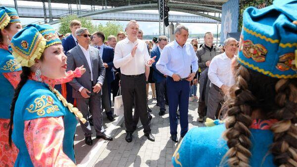 Андрей Травников и Рустем Минниханов на XIX федеральном Сабантуе