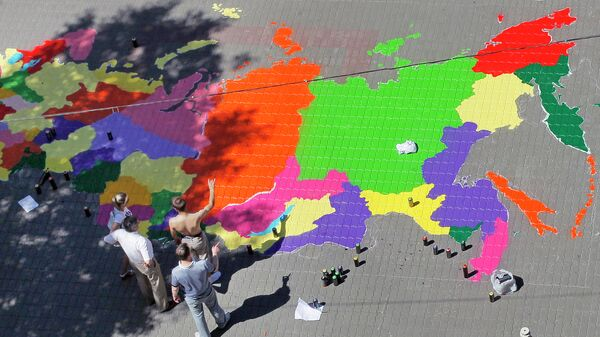Художники граффити рисуют карту Российской Федерации