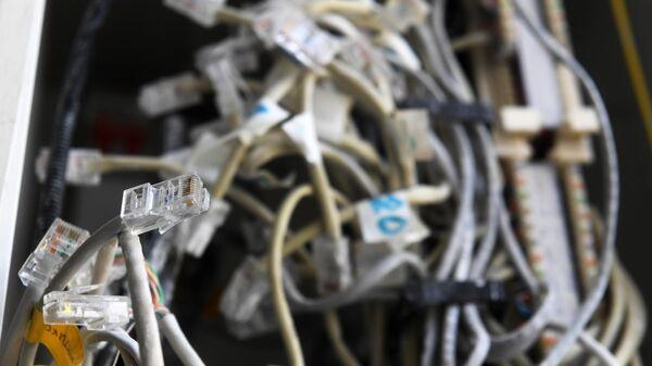 Телефонные и интернет-провода