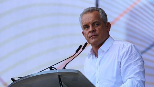 Лидер Демократической партии Молдавии Владимир Плахотнюк выступает на митинге с требованием провести досрочные выборы парламента. 9 июня 2019