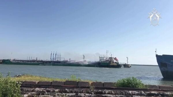 Взрыв на танкере в порту Махачкалы