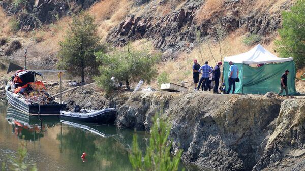 Полиция Кипра на озере Меми около деревни Силиатос. 12 июня 2019