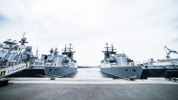 Корветы Тихоокеанского флота Громкий и Совершенный у причала Владивостока. 13 июня 2019