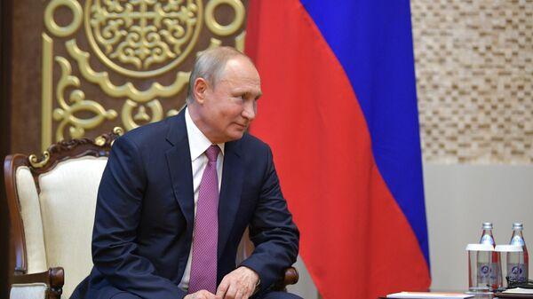 Владимир Путин во время встречи в Бишкеке с президентом Киргизии Сооронбаем Жээнбековым. 13 июня 2019