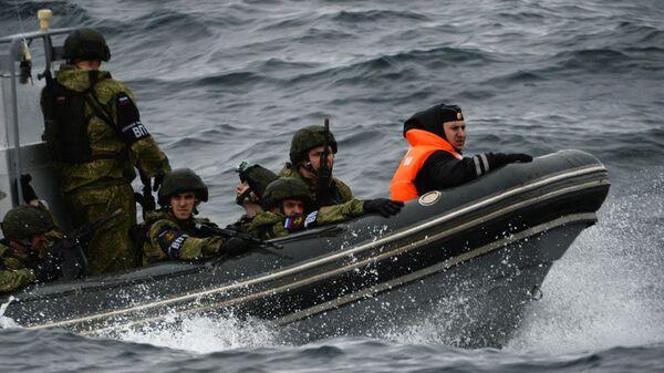 Российские военнослужащие во время совместных российско-японских учений по поиску и спасению на море Сарекс-2019