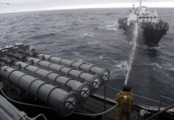 Большой гидрографический катер БГК-2151 во время совместных российско-японских учений по поиску и спасению на море Сарекс-2019