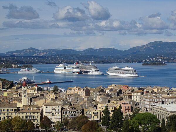 Круизные лайнеры на Корфу