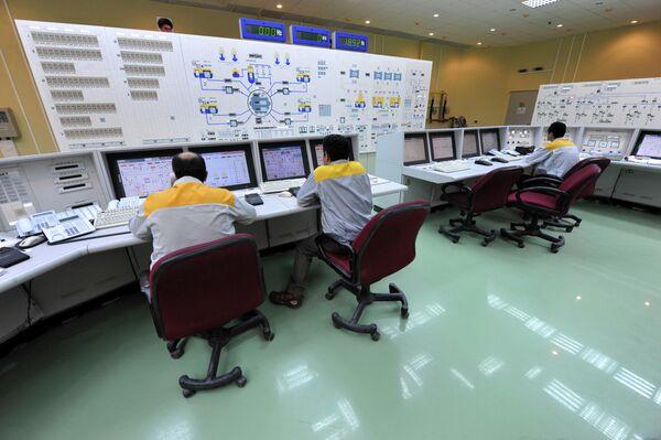 Иранские специалисты работают на АЭС Бушер