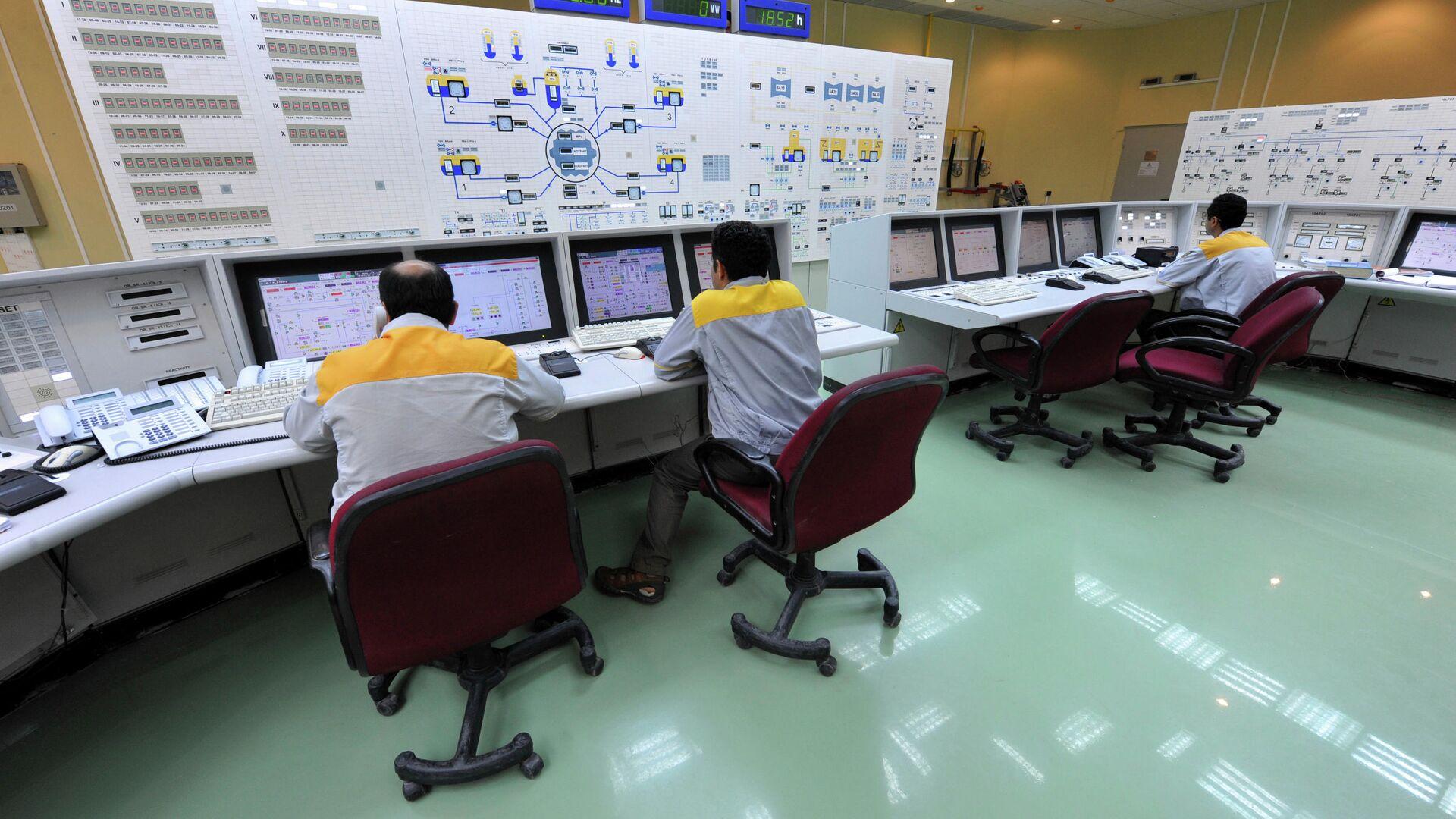 Иранские специалисты работают на АЭС Бушер - РИА Новости, 1920, 06.02.2021