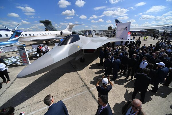 Полноразмерный макет новейшего турецкого истребителя пятого поколения TF-X на международном аэрокосмическом салоне Paris Air Show 2019 во Франции