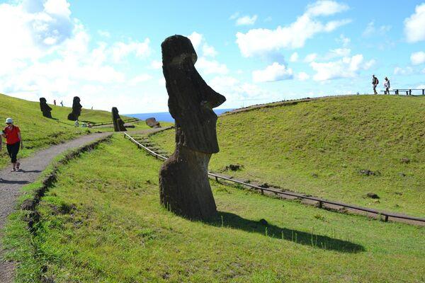 Туристы на острове Пасхи