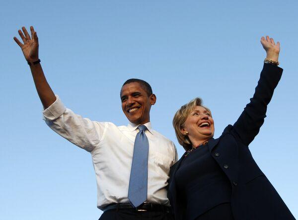 Барак Обама и Хилари Клинтон во время предвыборной кампании. Архив