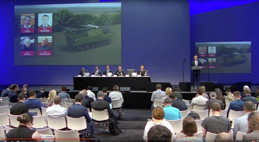 Члены совместной следственной группы во время заседания по делу о крушении Boeing MH17, которое произошло 17 июля 2014 года на востоке Донецкой области. 19 июня 2019