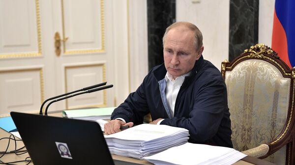 . Президент РФ Владимир Путин проводит совещание в рамках подготовки ежегодной специальной программы Прямая линия с Владимиром Путиным. 19 июня 2019