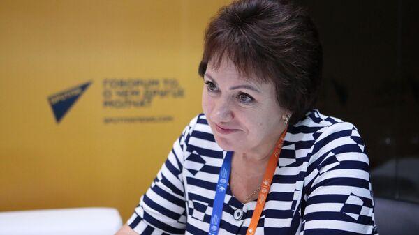 Член Комитета Совета Федерации по социальной политике Елена Бибикова на стенде  радио Sputnik на площадке III Форума социальных инноваций регионов в Москве. 20 июня 2019