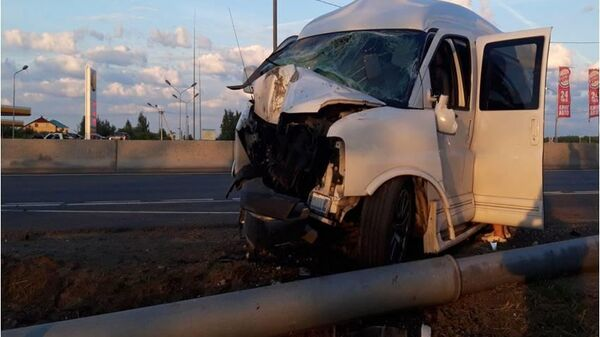 Последствия ДТП на 164 км. трассы М-10 с участием автомобиля Chevrolet Express. 21 июня 2019