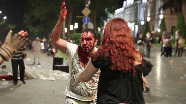 Мужчина, пострадавший во время акции протеста у здания парламента Грузии в Тбилиси