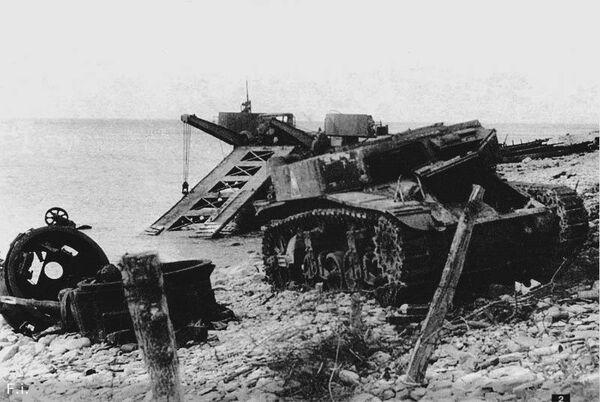 Место высадки десанта в Малой Озерейке. Уничтоженный на берегу М3 Стюарт