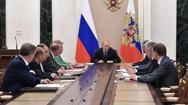 Президент РФ Владимир Путин проводит заседание Совета безопасности РФ. 21 июня 2019