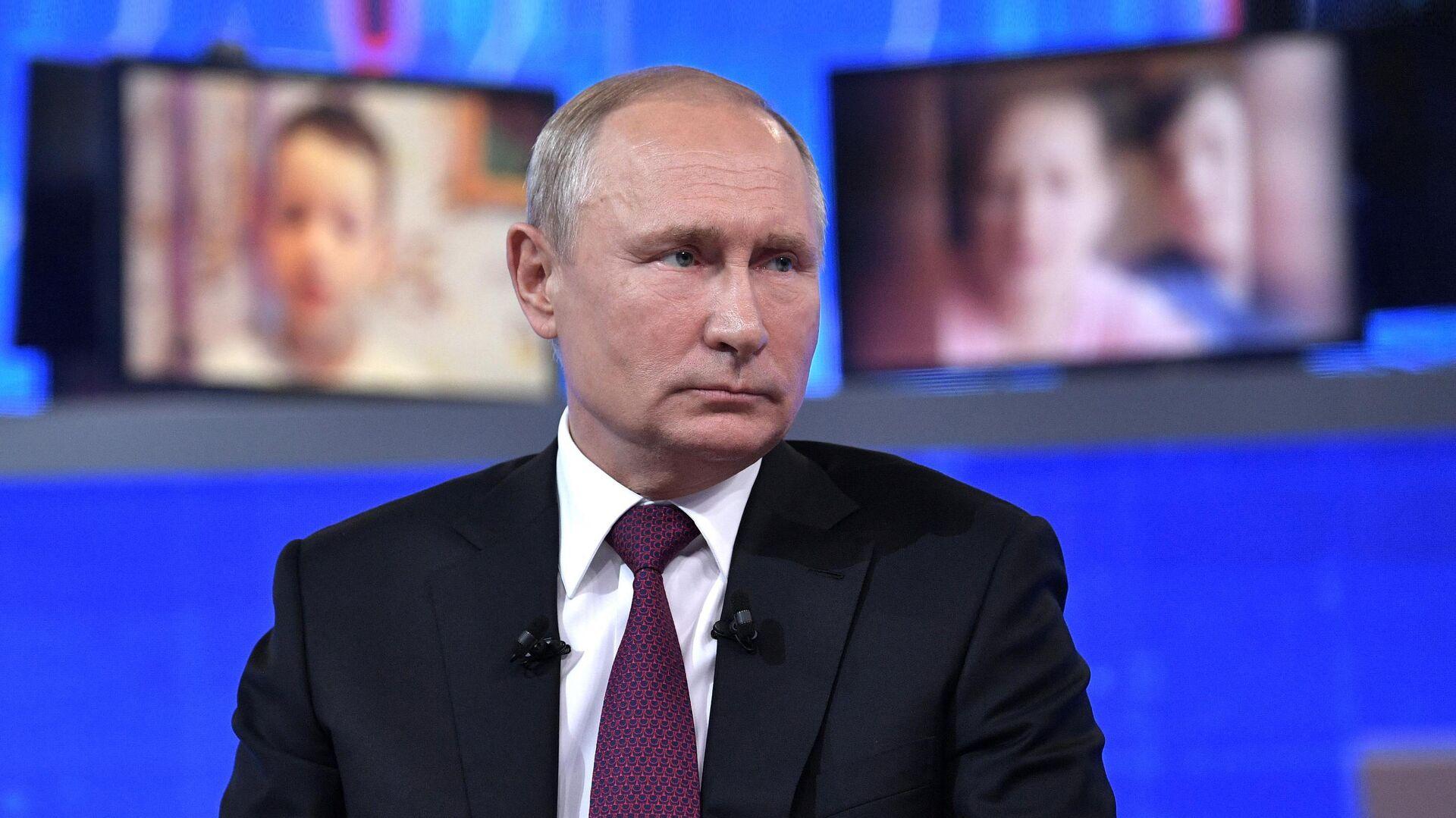 Прямая линия с президентом РФ Владимиром Путиным - РИА Новости, 1920, 30.06.2021