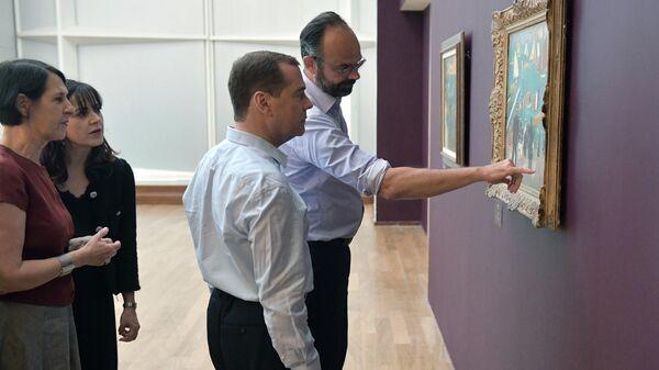 Председатель правительства РФ Дмитрий Медведев и премьер-министр Франции Эдуар Филипп во время посещения музея современного искусства им. Андре Мальро в Гавре. 24 июня 2019