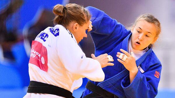 Дарья Межецкая (справа)