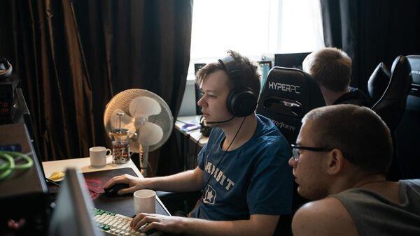 Игроки команды Gambit Esports по Dota 2