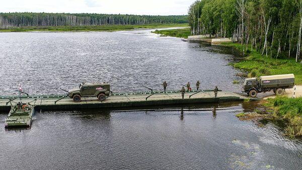 Наведение понтонно-мостовой переправы береговым и речным звеном парка ПМП на Международном военно-техническом форуме Армия-2019