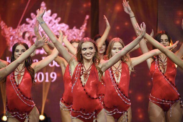 Участницы финала 25-го фестиваля красоты и талантов Краса России-2019 в концертном зале Vegas City Hall