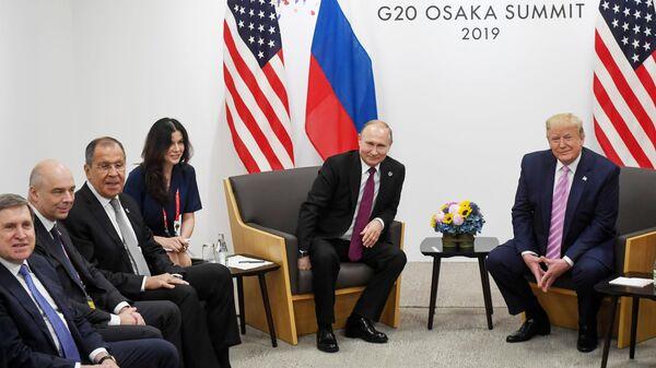 Президент РФ Владимир Путин и президент США Дональд Трамп на полях саммита Группы двадцати в Осаке